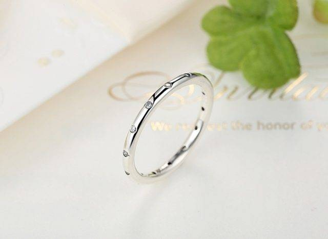 Women's Elegant Thin Silver Ring with Zirconia
